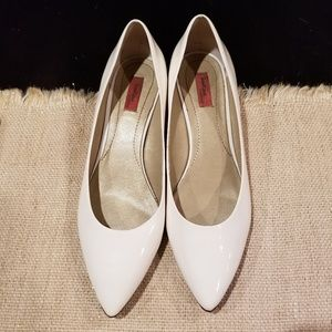 Boutique Nordstrom white pointed toe pumps